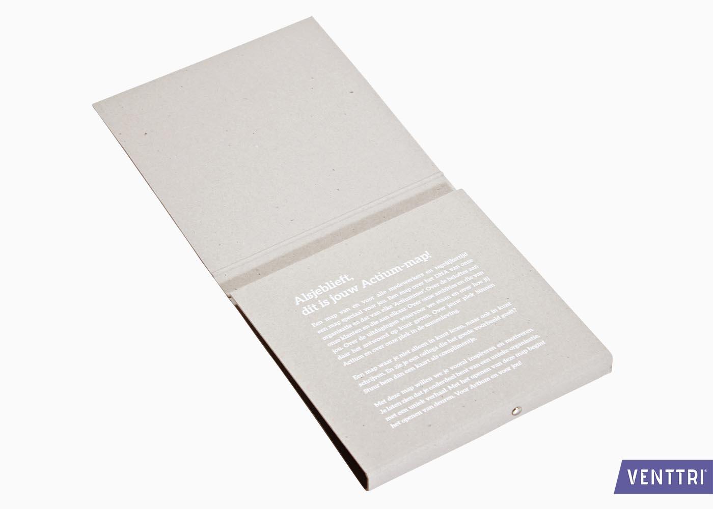 Vierkant mapje in grijsbord 2